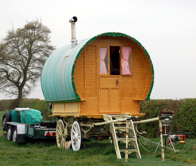 Gypsy_wagon,_Grandborough_Fields_-_geograph.org.uk_-_1256879
