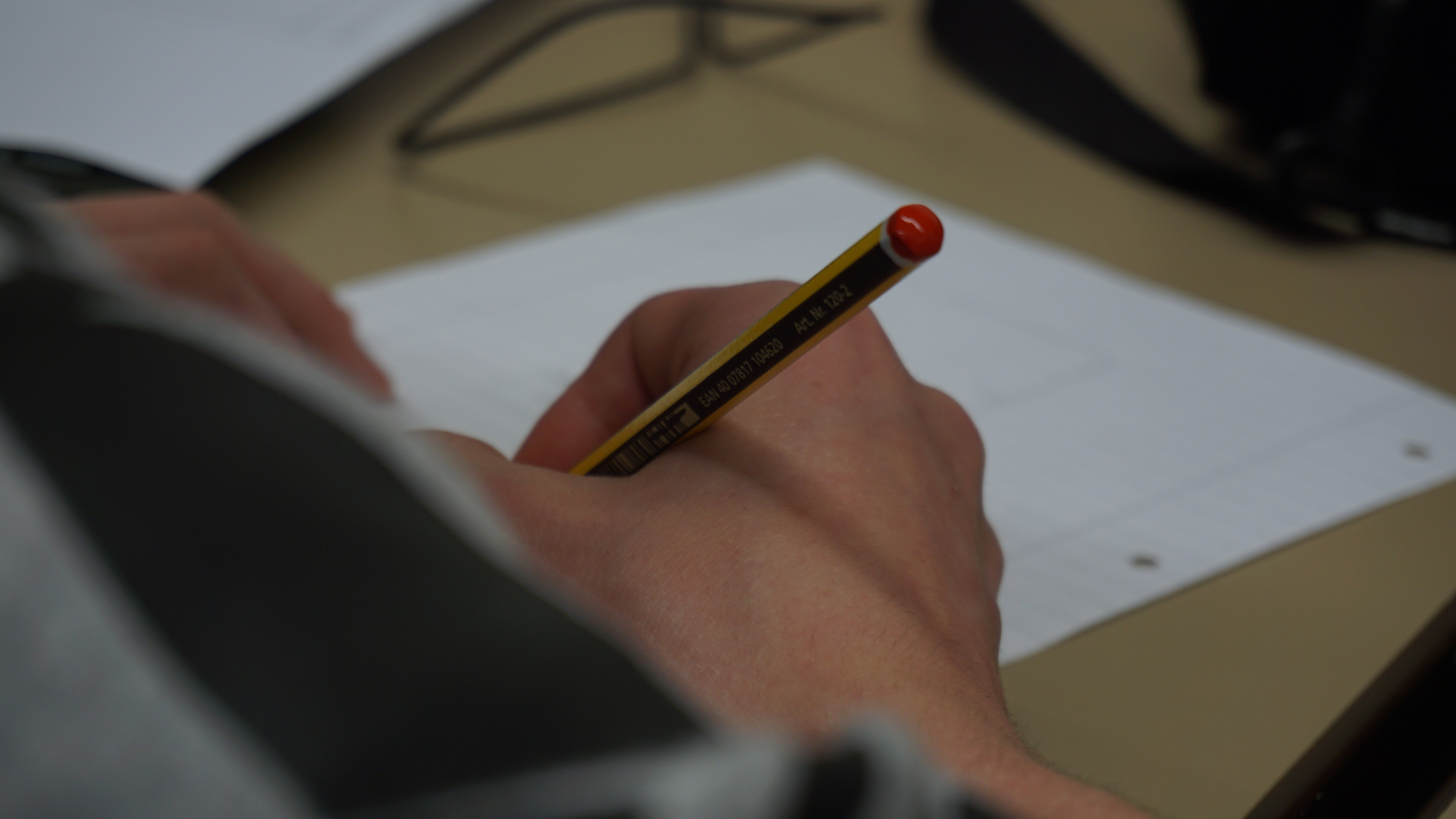 desk-hands-pencil-215794